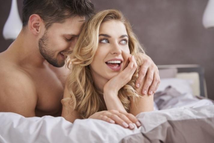 Двое в постели: Как понять нравишься ли ты девушке
