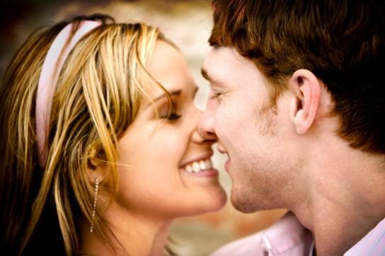 Как правильно целоваться с девушкой